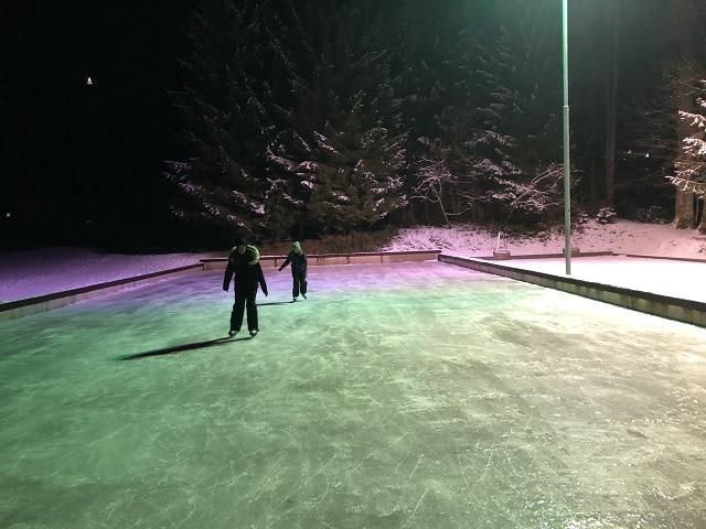 @Winterwonderland Eislaufplatz Bad Häring. Foto: Roland Mathes
